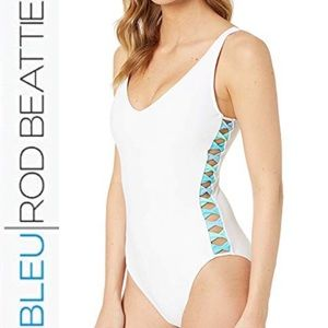Bleu Rod Beattie White Side Twist 1 Piece Swimsuit